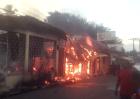 Yamasá 300x212 Se incendia miniván y achicharra colegio en Yamasá