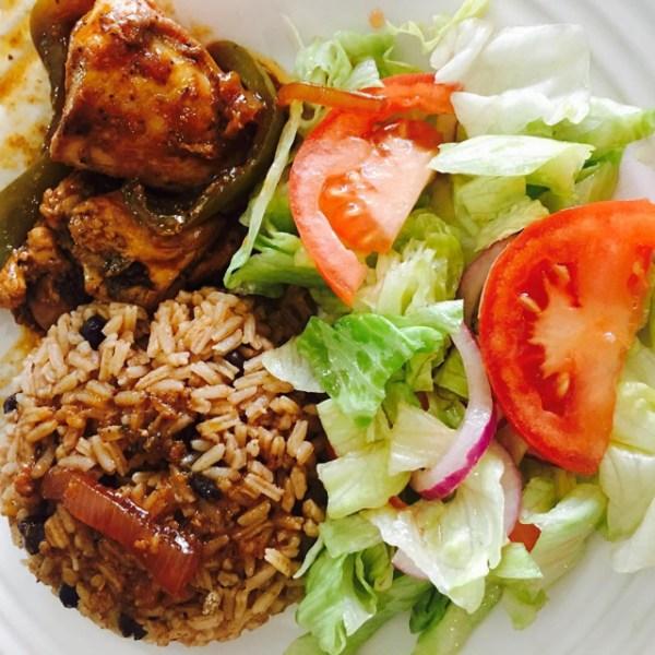 comida 8 600x600 Comida de las 12: Moro, pollo guisado y ensalada