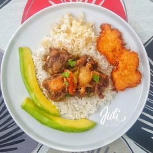 comida12 300x300 Comida de las 12: Rabo encendío', arroz, arepitas, aguacate y concón