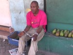 encadenado 150x113 Discapacitado se encadena para protestar contra Policía Municipal
