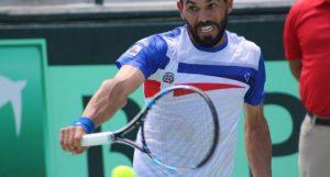 Victor Estrella 300x161 Vitico pica alante en Copa Davis
