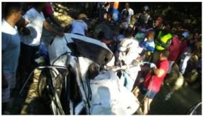 carro 8.59.20 AM 300x169 Mueren 4 al caer carro en río (Puerto Plata)
