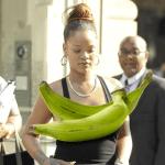 dimelo riri 150x150 Rihanna salió sin brasier y paró el tráfico en NY