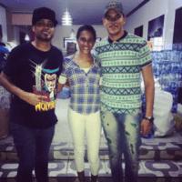 La pareja de la #BodaDelPueblo realizan donativo a damnificados de huracán María