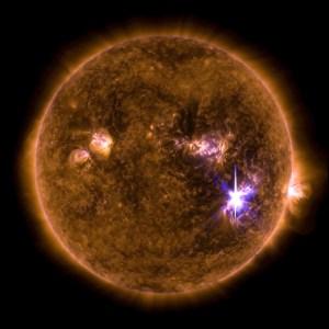 fla 300x300 NASA detecta mega tormenta solar