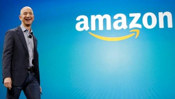 Jeff Bezos 600x338 Le pasa a Bill Gates como la persona más rica del mundo