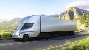 DO1NhE1XcAAPMCf 300x169 El camionazo de Tesla