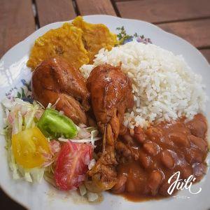 comida de las 12 la bandera dominicana tostones remolacha