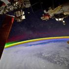 Mira cómo luce un arcoíris desde el espacio