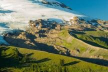 冰川切割出来的山脊,据说对面某个 trail 叫 railroad grade,好奇为啥叫这个名字,结果说是这个山脊跟铁轨一样。