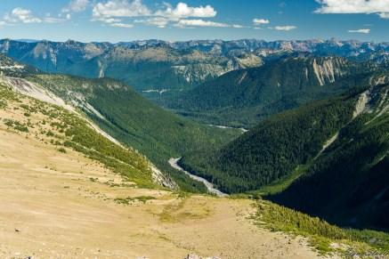 峡谷中的 White River