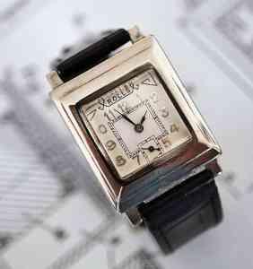 Blancpain Rolls - първият автоматичен ръчен часовник за дами.