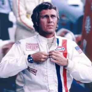 Стийв Маккуин с мъжки ръчен часовник