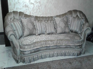 перетяжка дивана после
