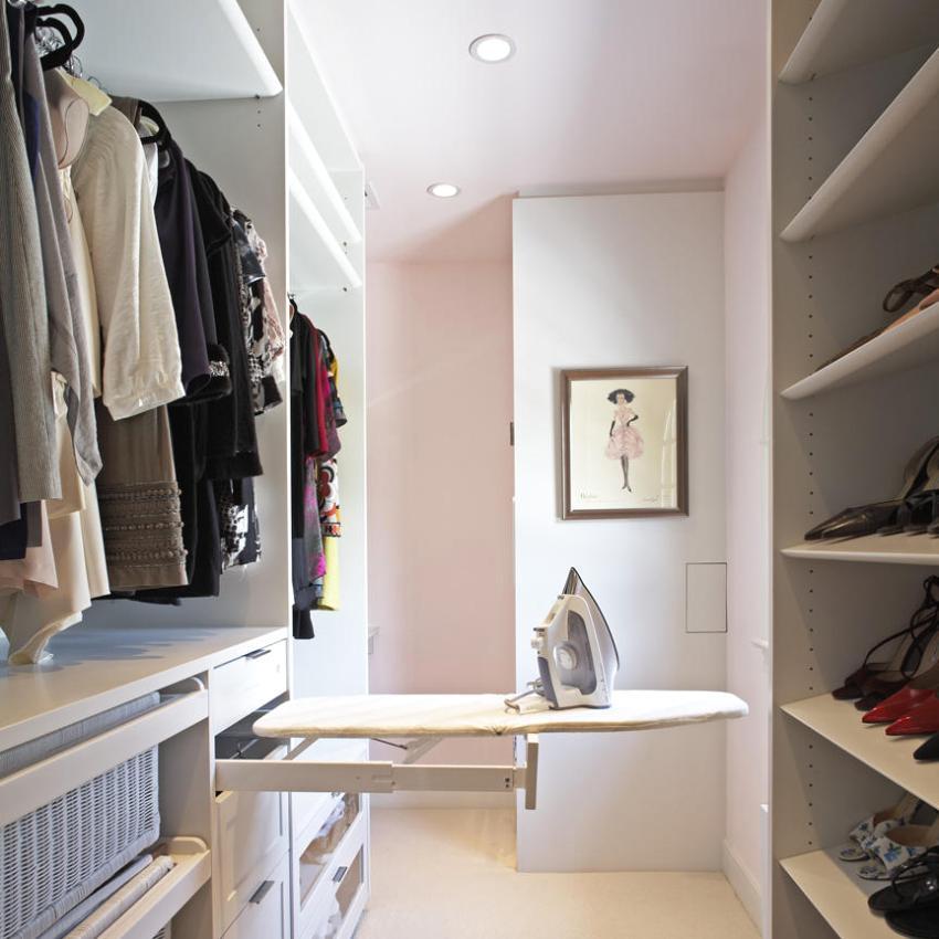 ddc6e1d71 في الواقع ، في مثل هذه الغرفة ، لا يمكنك تخزين الملابس والأحذية فحسب ، بل  يمكنك أيضًا أدوات العمل والهوايات وأدوات المطبخ والحاويات والأدوات الرياضية  وأدوات ...