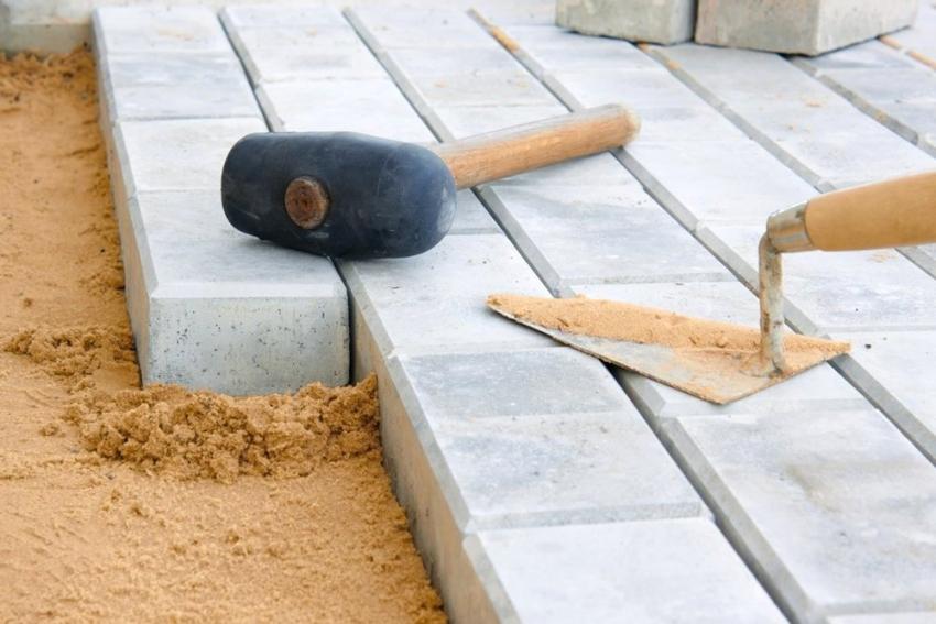 Ескіде төселген плиталардың жаңа қабатын төсеген кезде, субстраттың барлық қабаттарының төселуін бақылау керек