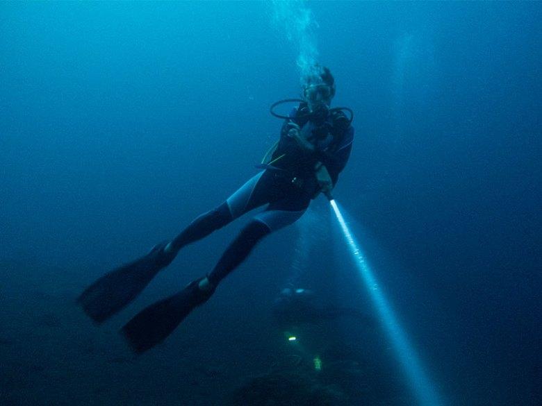 Night diving Melasti Tulamben