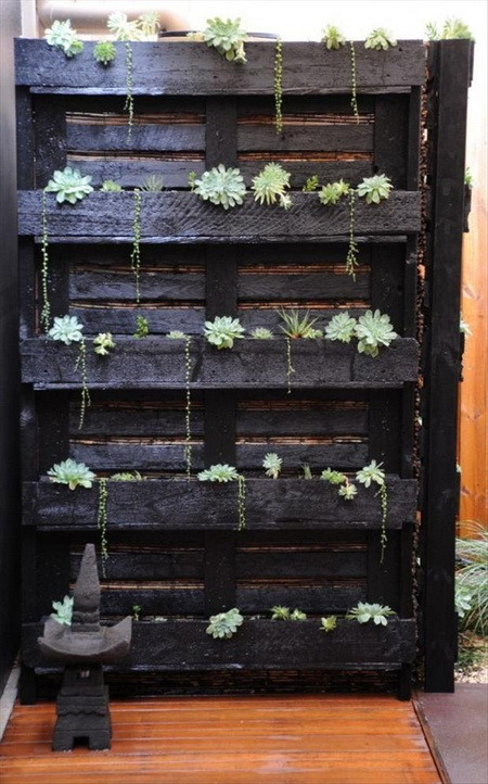 huge lawn chair pockets for classrooms diy wooden pallet projects - 25 fun project ideas | removeandreplace.com
