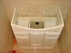 installation of a washbasin on a cabinet