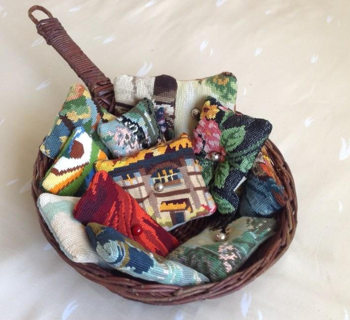 Petit coussin garni de lavande pour parfumer vos armoires ( 6 € )