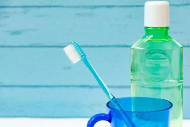マウスウォッシュ 歯ブラシ