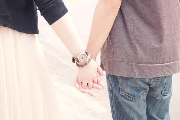 付き合ってないのに恋人つなぎをしてくる7つの意味