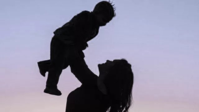 親子 子供 母親 子育て