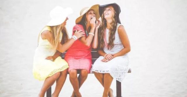 女性 トリオ 3人組 笑顔