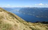 Auf der Bocchetta di Valle angekommen, eröffnet sich das Super-Panorama auf den Lago Maggiore. Am gegenüber liegenden Ufer der Gambarogno.