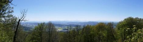 Panorama - die Sicht ist gut, nicht aber spektakulär; Glärnisch und Tödi sind zu erkennen (Bild von Susanne).