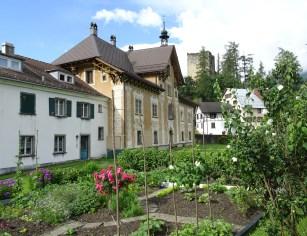 Paspels, Schlossanlage Neu Sins und die benachbarte Ruine Alt Sins