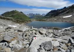 Granitblock-Abstieg, in der Bildmitte ist die Maighelshütte zu erkennen