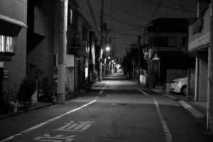 暗い道がトラウマ