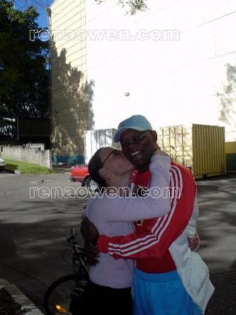 Rena gives a kiss to co-star Samuel L. Jackson