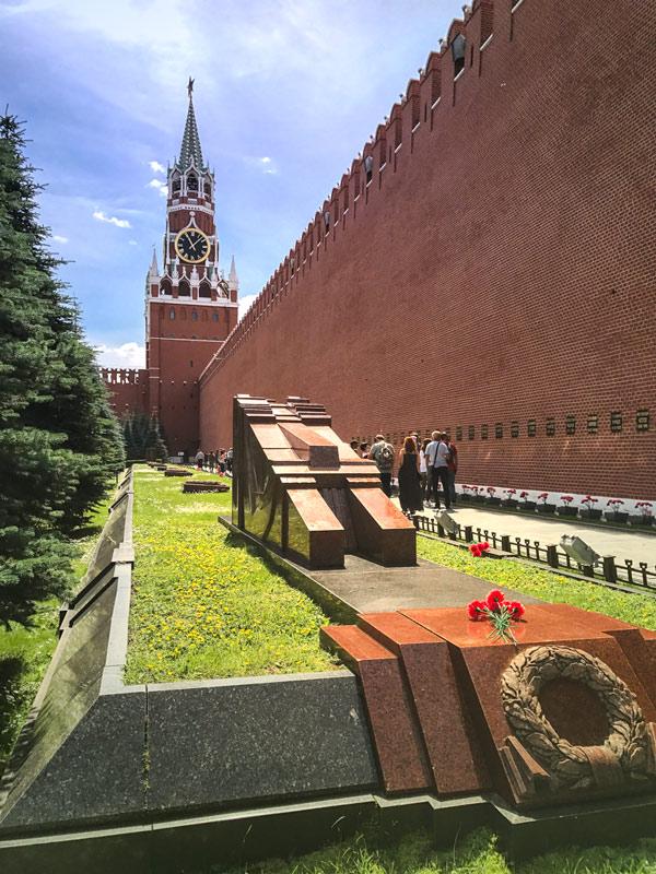 Dicas para visitar o Mausoléu de Lenin na Praça Vermelha em Moscou, na Rússia. É aqui que o corpo de Vladimir Lenin está em exibição pública desde 1924