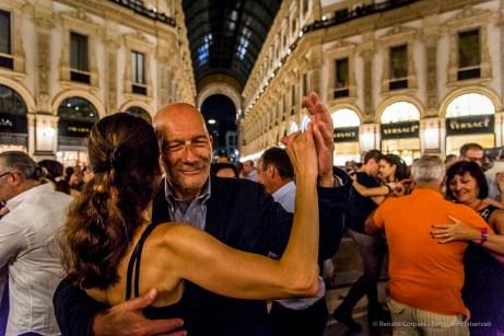 An evening of Tango in the Milano, Galleria Vittorio Emanuele II, June 2018. Nikon D810, 24 mm (24-120 mm ƒ/4) 1/125 mm ƒ/4 ISO 8000