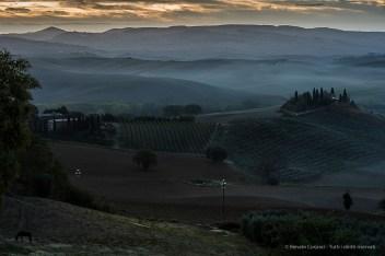 Val d'Orcia, an old estate at dawn. Nikon D750, 400 mm (80-400.0 mm ƒ/4.5-5.6) 1,6 sec ƒ/9 ISO 100