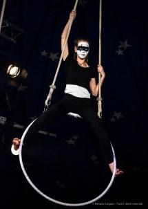 """Milano. Piccola scuola di circo. «Hypnos» - Spettacolo dei ragazzi delle scuole superiori. Nikon D750 320 mm (80-400.0 mm ƒ/4.5-5.6) 1/320"""" ƒ/5.6 ISO 6400"""