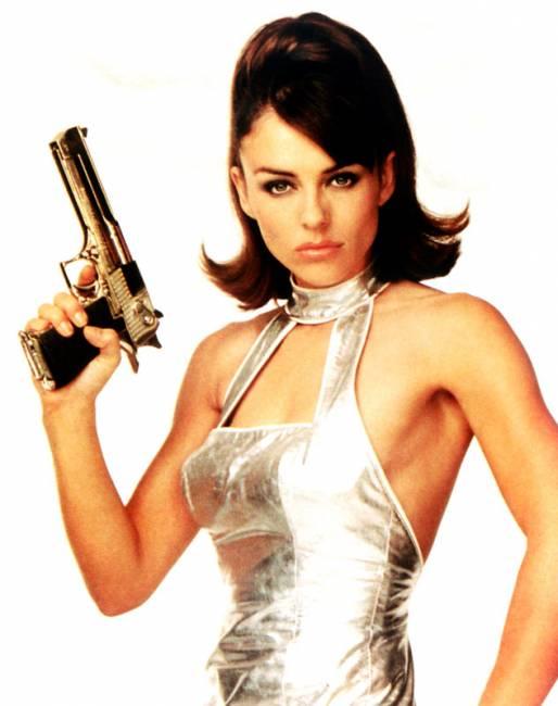 """14 - Elizabeth Hurley (""""Austin Powers - 000, um Agente Nada Discreto"""")"""