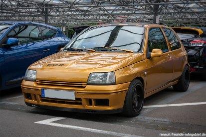 Renault Clio 1 16V beim Treffen des Renault Team Oberberg