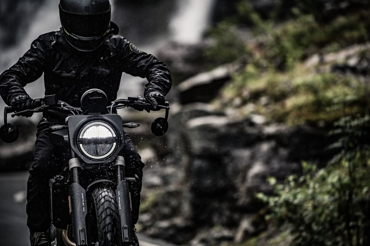 Head on Rider on Svartpilen 701 2019