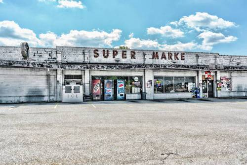 Abandoned Super Market in Maryville, TN