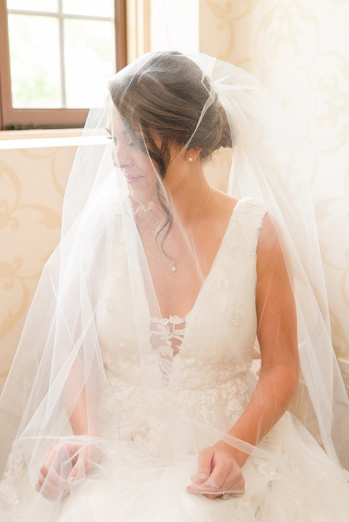 Classic bridal portrait Beaumont Inn wedding photographed by PA wedding photographer Renee Nicolo Photography