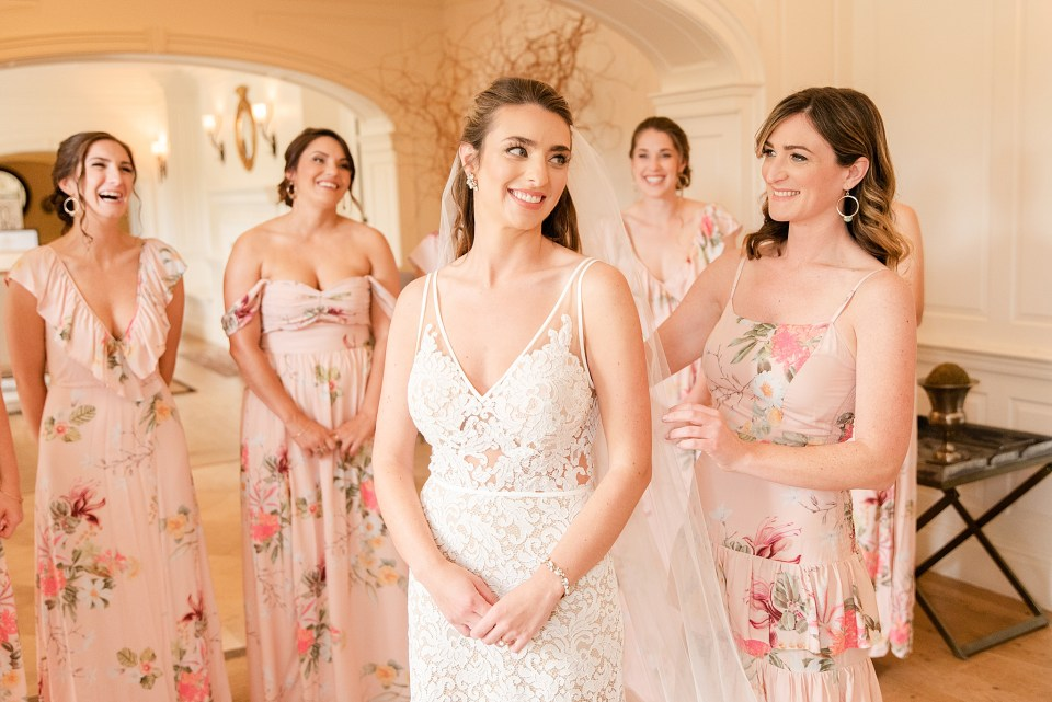 bridesmaids prepare bride for PA wedding day photographed by Renee Nicolo Photography