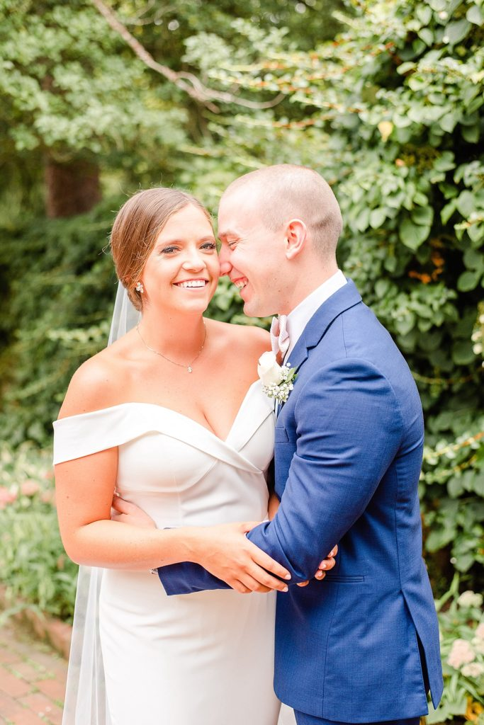 destination wedding photographer Renee Nicolo Photography captures PA wedding day in New Hope PA