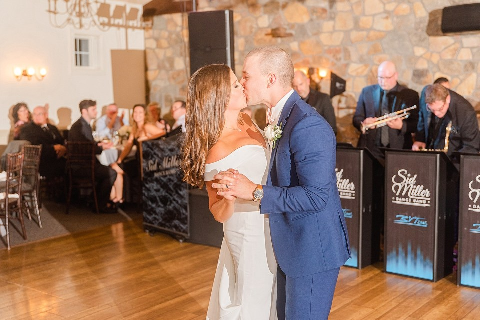first dance at HollyHedge Estate photographed by Renee Nicolo Photography