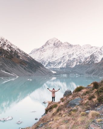 12 MUST SEE PLACES ON THE SOUTH ISLAND OF NEW ZEALAND - HOOKER VALLEY TRACK LAKE MT COOK