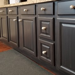 Kitchen Hardware Pulls Cost To Build Outdoor How Install Cabinet Knobs The Right Way Renee Romeo