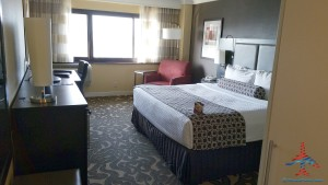 Los Angeles LAX IHG Crown Plaza Club Room King room review RenesPoints Blog (4)