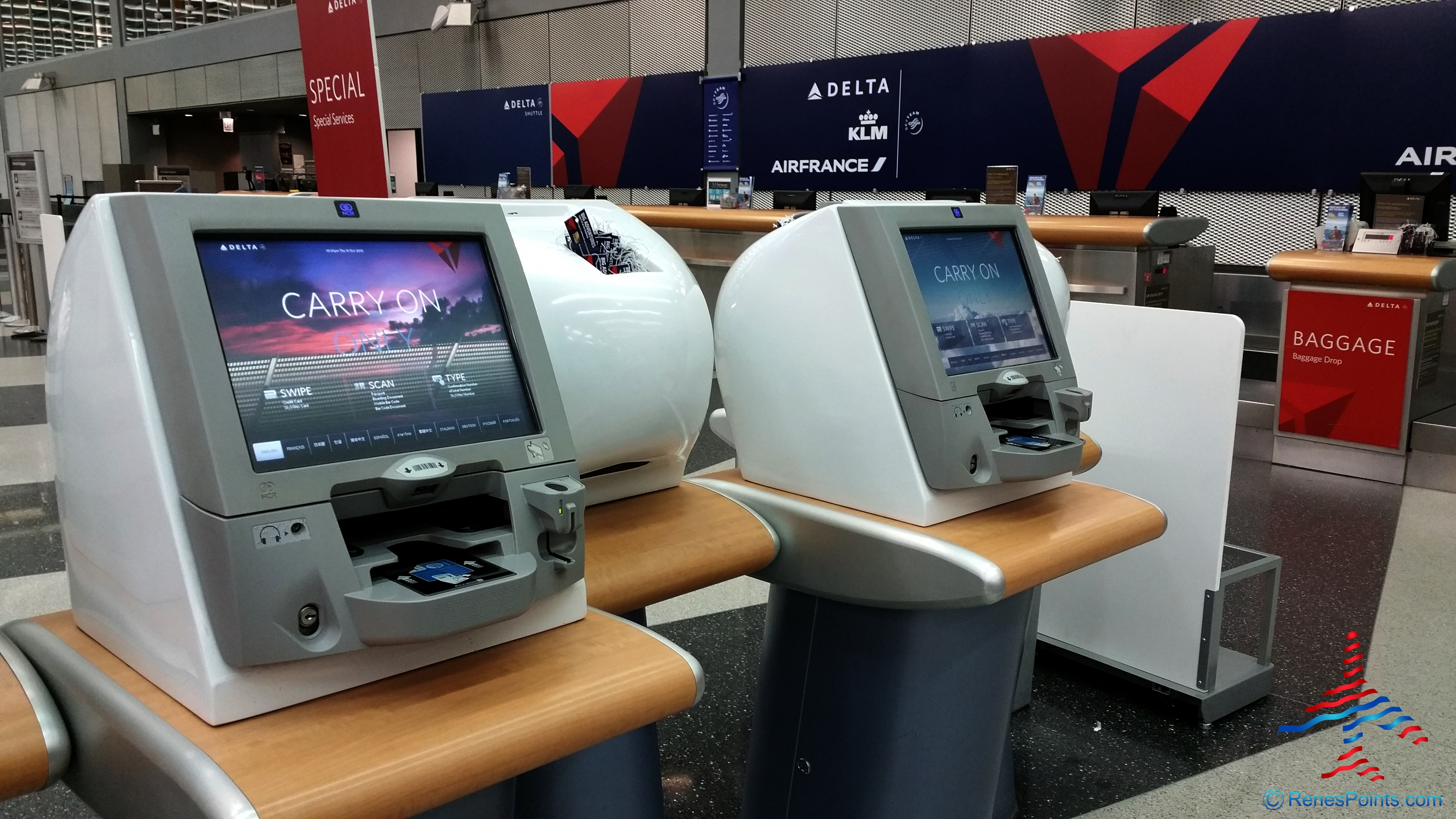 delta air lines self check in kiosk stock photo